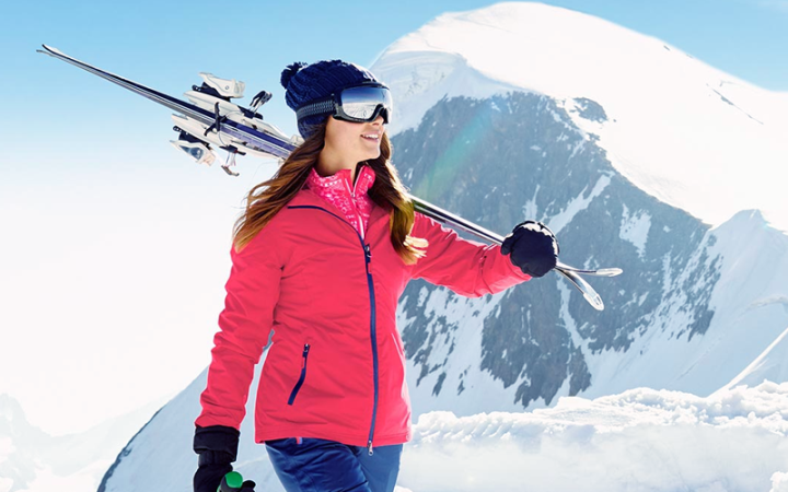 Ciepła, wiatroodporna i wiatroszczelna odzież narciarska zimowa.