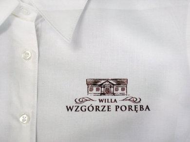 Druk cyfrowy DTG na koszulach Willa Wzgórze Poręba