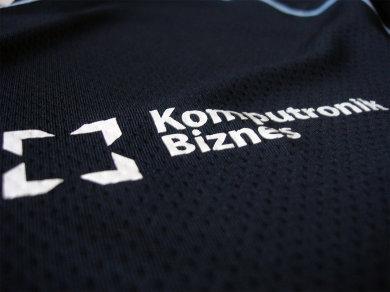 Folia Flex na koszulkach sportowych poliestrowych dla firmy Komputronik