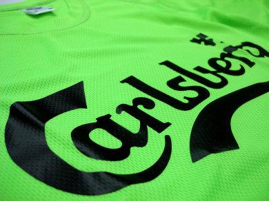 Folia Flex na koszulkach sportowych poliestrowych dla Carlsberg