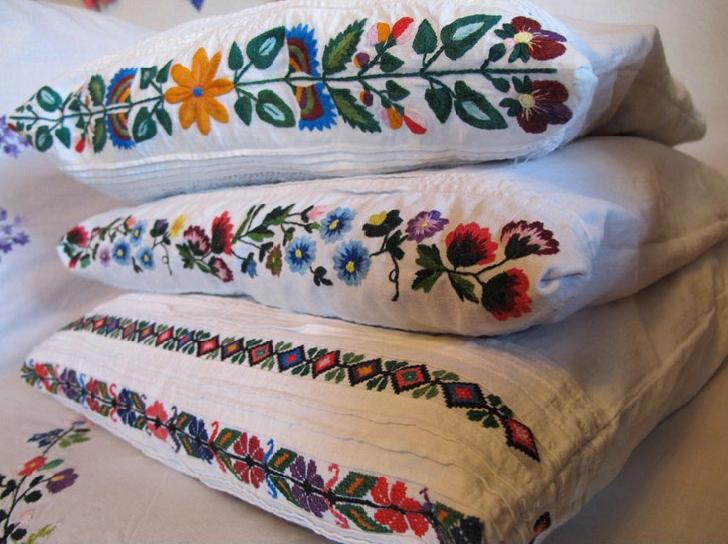 Poduszki dekoracyjne z haftem