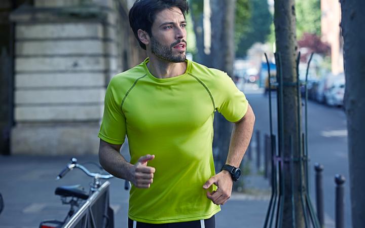 Odzież do biegania, koszulki, spodenki, getry i bluzy do biegania.