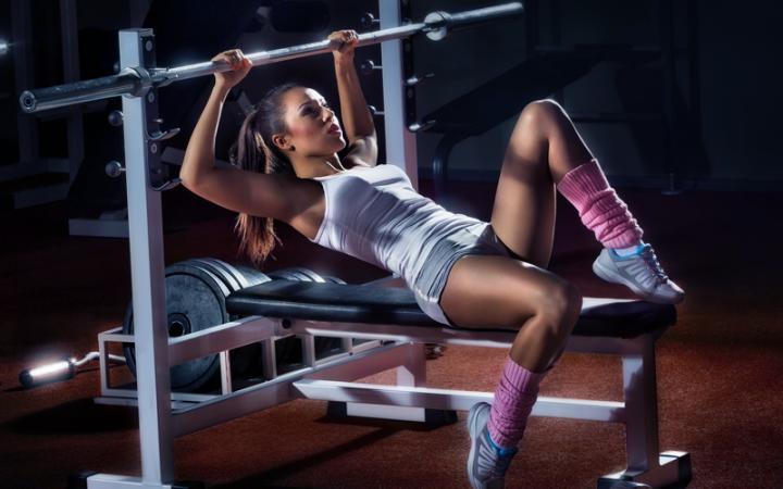Sportowa i termoaktywna odzież na siłownię.