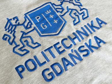 Haft komputerowy wykonany ściegiem tatami (fill) płaskim na bluzach dla Politechniki Gdańskiej