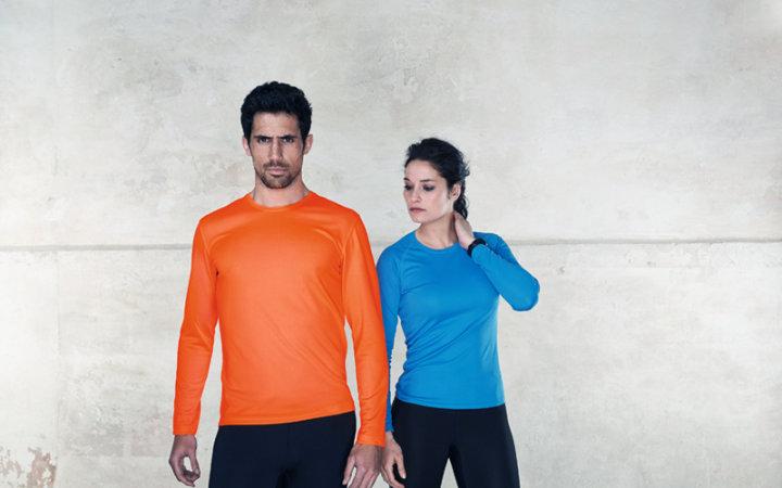 Koszulki sportowe, termoaktywne do biegania z nadrukiem.