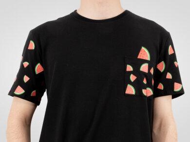 koszulka-z-arbuzami-nadruk-na-rekawkach-kieszonce-i-karku